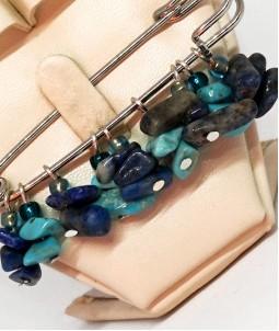 Broșă din pietre semiprețioase albastre