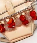 Broșă din pietre semiprețioase roșii