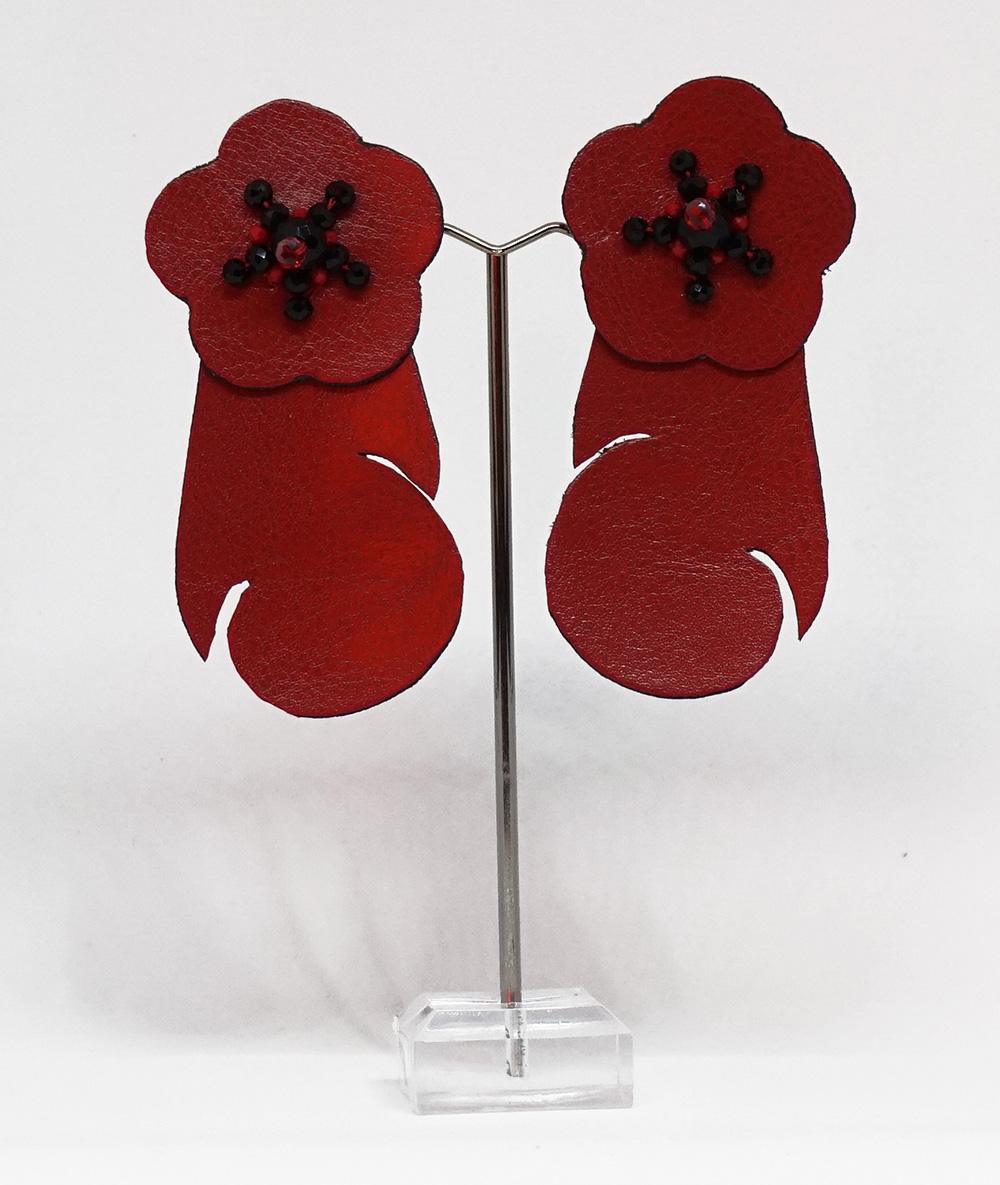 Cercei roșii cu flori din piele sintetică